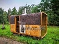 Sauna prostokatna z piecem opalanym drewnem, ładowanym od zewnątrz, oraz z oknem panoramicznym