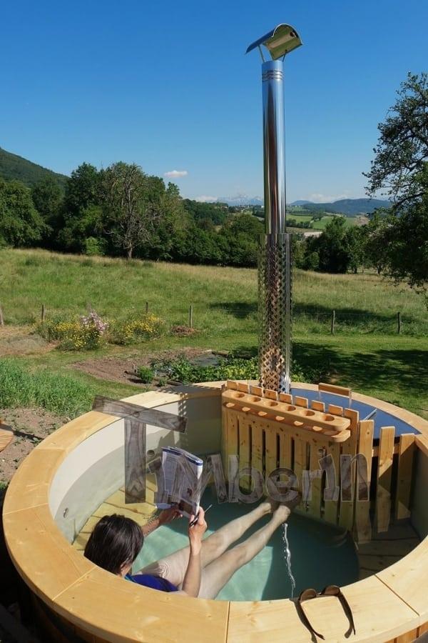 Balia z wkładem PP, otwartymi ławami, drewnianym parapetem i wewnętrznym piecem z drewnianą osłoną i mini barem